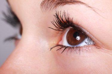 眼瞼下垂、いつ手術するべきか